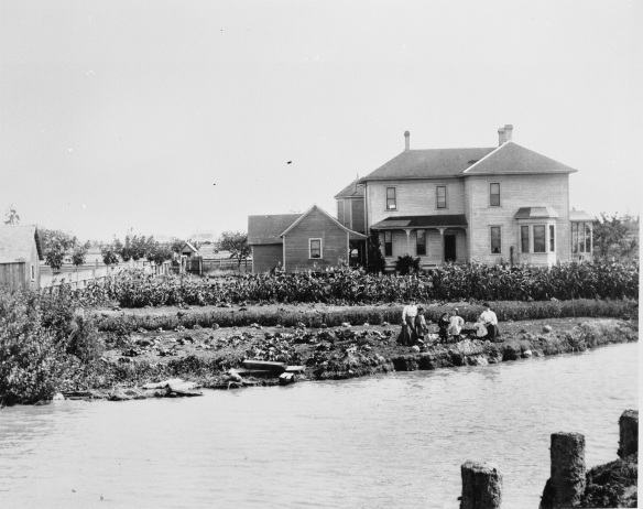 London Farmhouse, 1908. City of Richmond Archives Photograph 2009 16 75