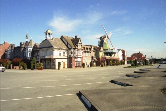 2009 16 Fantasy Gardens