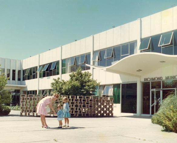 2004 11_Municipal Hall 1960